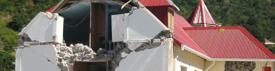 Dégâts sur l'église de Terre de Bas (archipel de Saintes) en Guadeloupe après le séisme du 21 novembre 2004 (Terre de Bas, Guadeloupe, 2005, © BRGM).