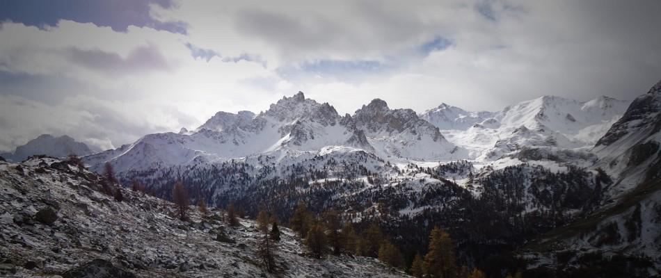 Massif des Cerces en automne, premières neiges.
